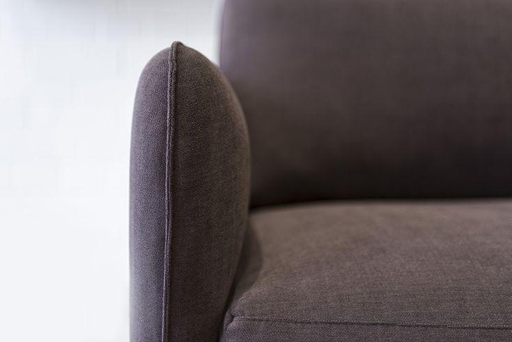Az OPERA bőr ülőgarnitúra -amely készülhet exkluzív bútorszövet kárpitozással is- merev színterezett acél vázra épül, melyre 20 év garanciát adunk.