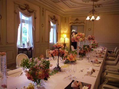 木の家と晩餐会 あるホテル様への装花 : 一会 ウエディングの花