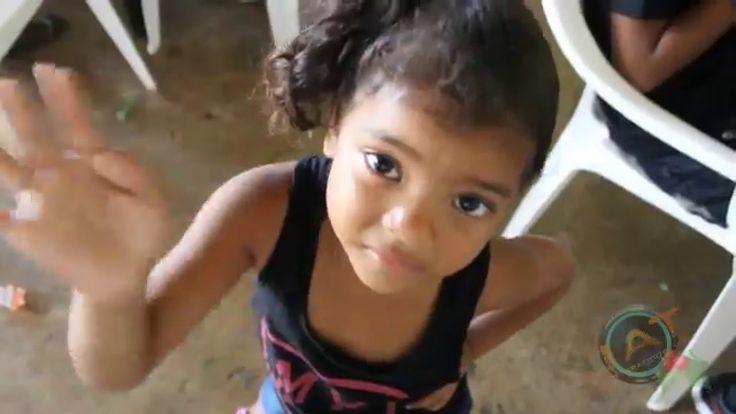 Fiesta de Navidad a Niños de Isla Carenero por La Policía nacional