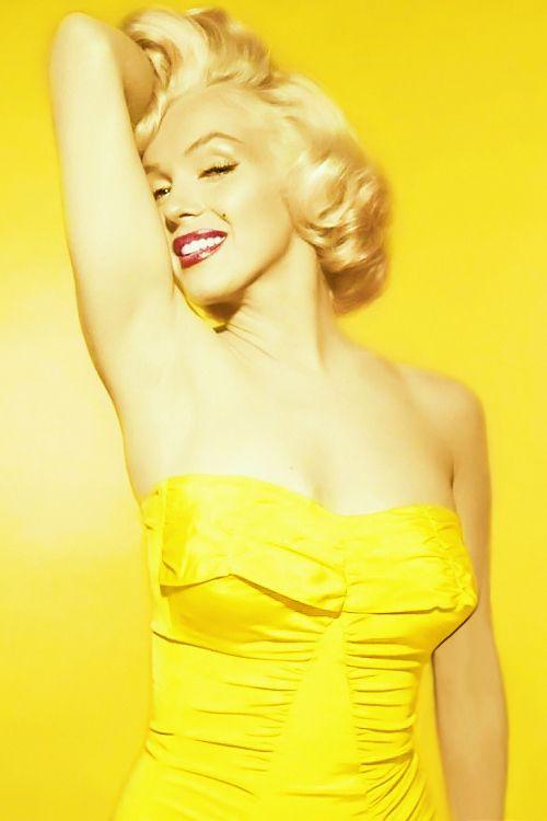 Look jaune pour Marilyne Monroe! Pour le maquillage : Bouche rouge vinyle //  léger trait d'eye-liner   Marilyn Monroe by Nick de Morgoli