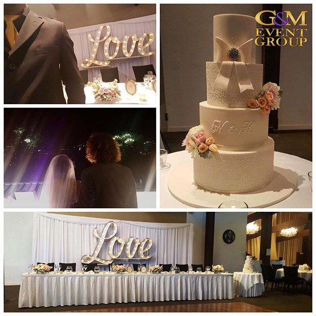 Hayley & Nathan's reception is filled with love :purple_heart::purple_heart: || #gmeventgroup #mcalfredallman #djangusw #weddingcake #riverfire #love #goldtie #brisbanewedding #queenslandweddings @victoriaparkgolf