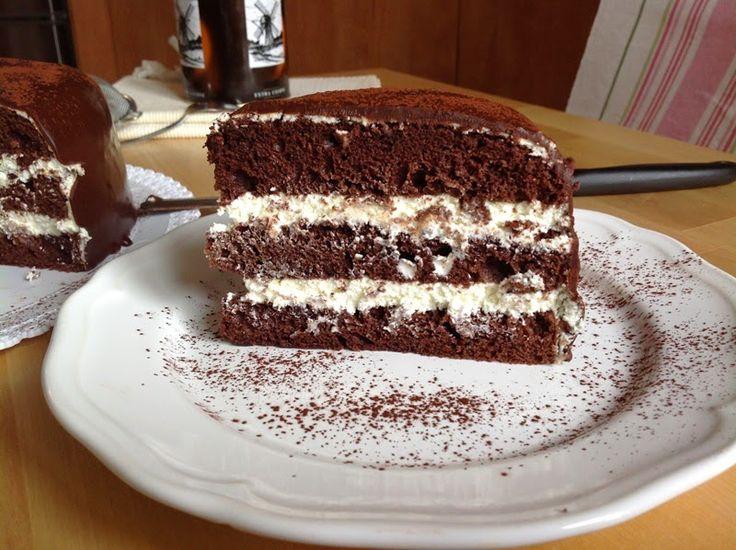 Chocolate cake with cream cheese icing / Čokoládový dort s tvarohovým krémem