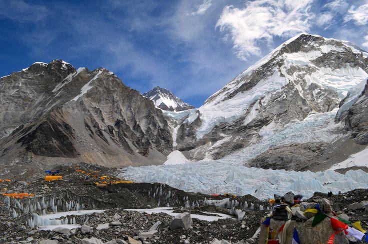 Базовый лагерь Эвереста 5300 м, Непал. Место, где рождаются легенды. Красивое, удивительное и доступное для посещения каждому, кто проявит достаточно желания и стремления.  С уважением к приключниям, команда hikeup.net
