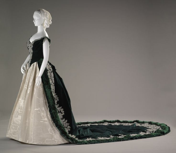 Imperial Russian court dress, House of Worth, c. 1888. Indianapolis Museum of Art.