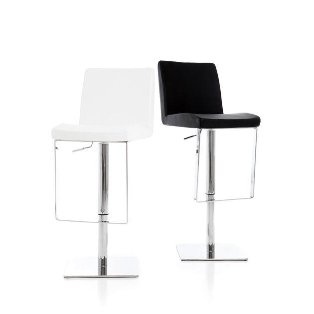 Edmonton - Höj- och sänkbar barstol med mjuk stoppad sits i konstläder och underrede i kromat stål.