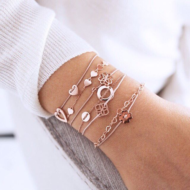 Symbol jewellery never goes out of fashion! These meaningful pieces are a perfect gift to a loved person, when you can't find the right words #symbols #gift #love #new1moment #bracelets