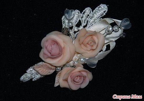 Я уже достаточно давно занимаюсь украшениями из полимерной глины, а вот свадебную тематику только стала осваивать. хочу показать комплект, сделанный на заказ.