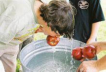 Apple bobbing - Wikipedia, the free encyclopedia