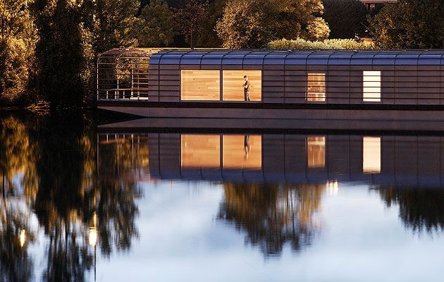 houseboat in France