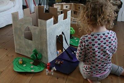 Gör ett slott av kartonglåda