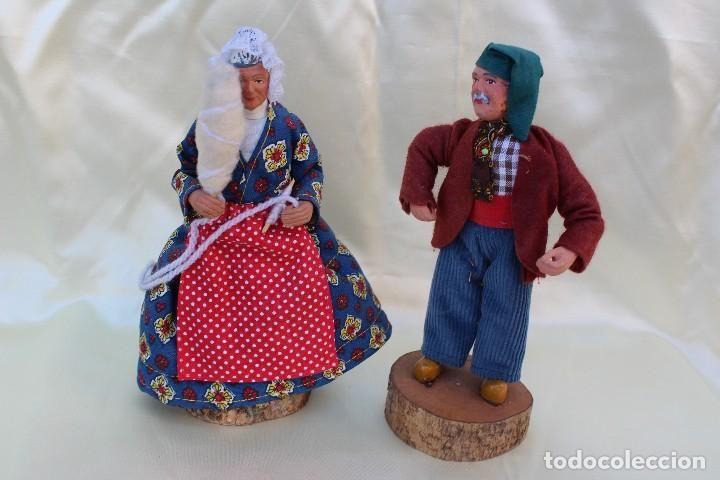 Ancianos la Provenza Francia figuras de belén en barro con ropas tradicionales firmada Santon