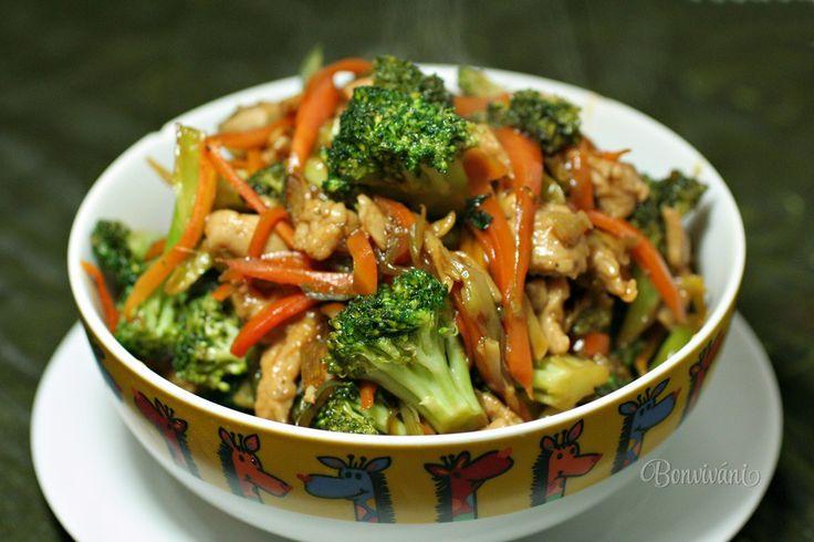 Raz za čas dostanem vždy chuť na nejakú ázijskú kuchyňu. Samozrejme sa dá ísť ľahko do nejakého bistra alebo reštaurácie, ale prečo si neurobiť niečo sami doma :)