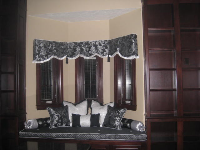 bay window valance with window seat and pillows