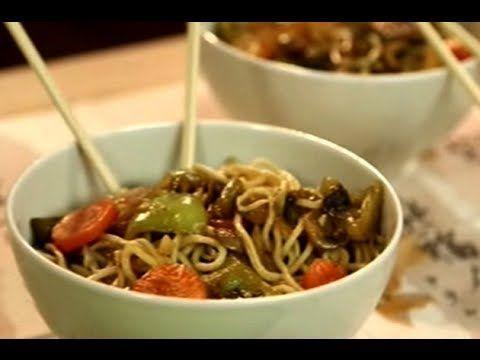 Tavuklu Noodle Tarifi | Sebzeli Çin Yemeği Yapımı - YouTube