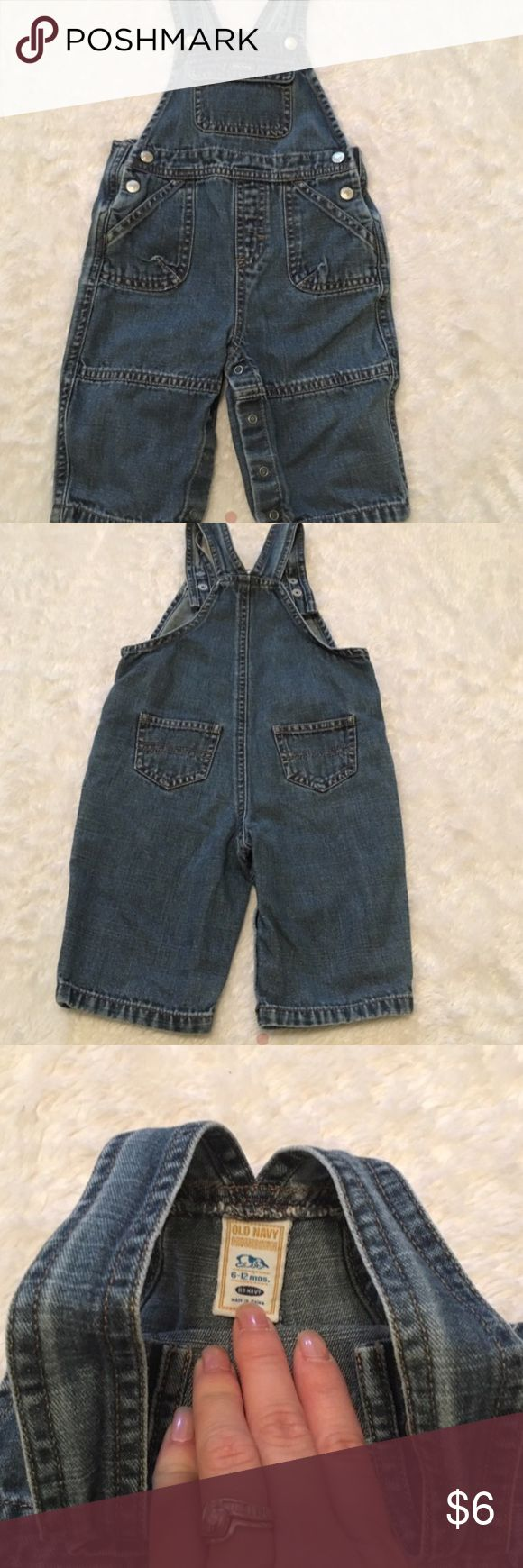 Old Navy Overalls Old Navy Overalls in excellent condition! Old Navy Bottoms Overalls