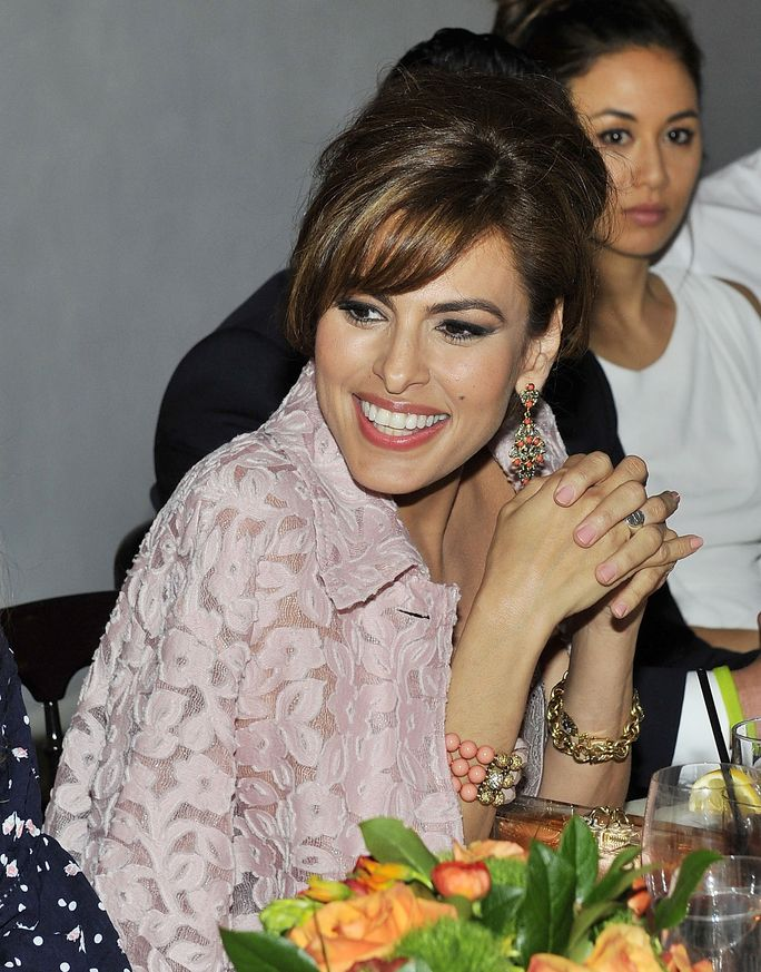 See Eva Mendes's gorgeous first-ever selfie.