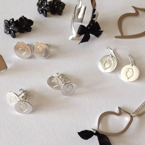 Pretty little pieces from the Audacious Phoebe Collection, featuring sterling silver, onyx and black silk. #GemmaColesJewellery #AudaciousPhoebe #handcrafted