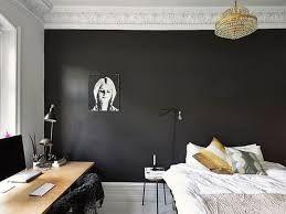 Donkere kleuren zijn ook prima mogelijk met een muurverf. Dit kan een mooi contrast geven aan het interieur van uw slaapkamer.