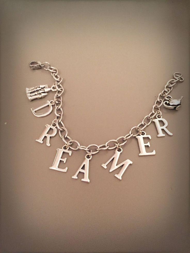 Bracciale sognatore, bracciale dreamer con catena argentata lettere e ciondoli, bracciale con lettere e scritte, bracciale boho con charms di LesJoliesDePanPan su Etsy