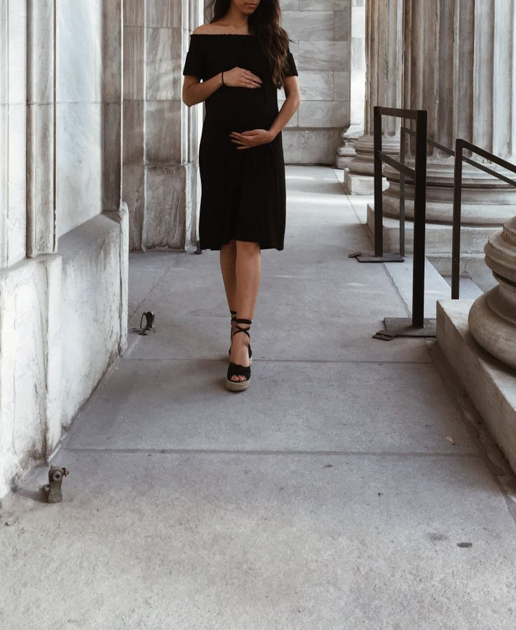 Stay chic this summer with QueenBee maternity!  www.thefashionbump.com