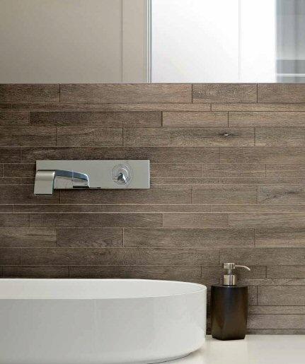 "Rex selection oak . Keramisch ""hout""toegepast in badkamers."
