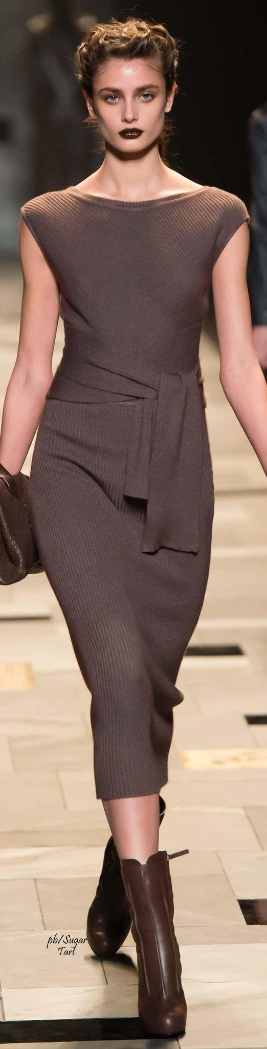 Trussardi Fall 2015 RTW #vestido #tubinho #malha #marrom #cinto #botas