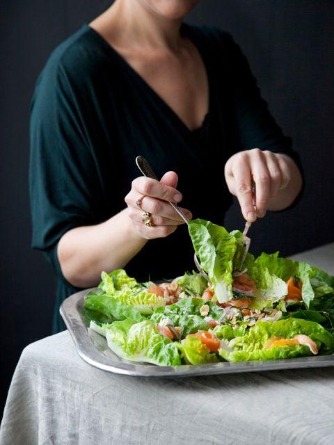 Femina ugeplan - Salat med røget laks og mandelvinaigrette - Louisa Lorang