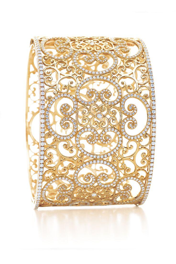 Paloma's Venezia Goldoni cuff in 18k gold with diamonds.