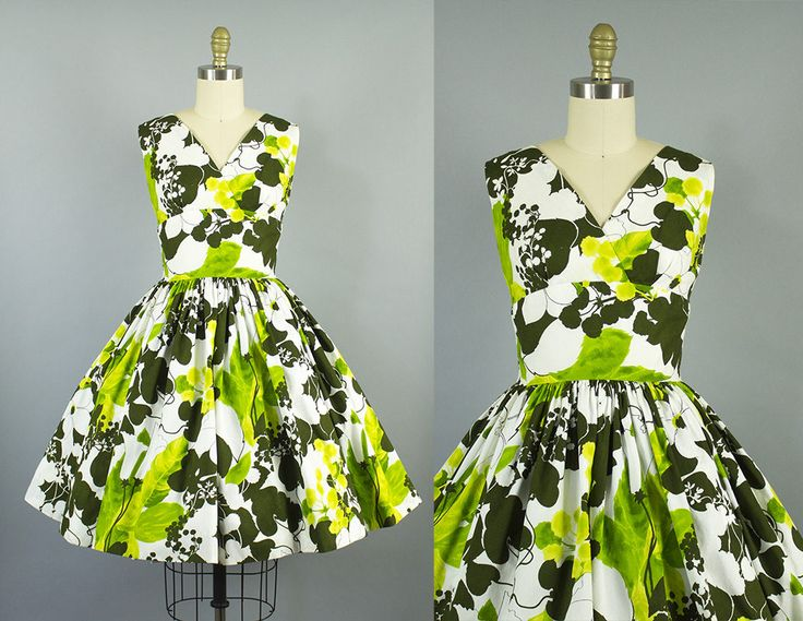 Een mooie weinig zomer jurk in een vet groene bloemen motief. Deze jurk heeft een flatterende wrap bodice, met underbust plooien en een gestreepte taille. Er is een volledige cirkel rok. Het is bekleed, sluit met een metalen rits van centrum, en is in uitstekende staat!  Weergegeven met crinoline, die niet inbegrepen is ***   Maten:  Bust: 34 in. Taille: 25/26 in. Heupen: gratis Lengte (schouder aan taille): 15 in. Lengte (taille aan de zoom): 22 in. Volledige lengte (schouder tot hem):...
