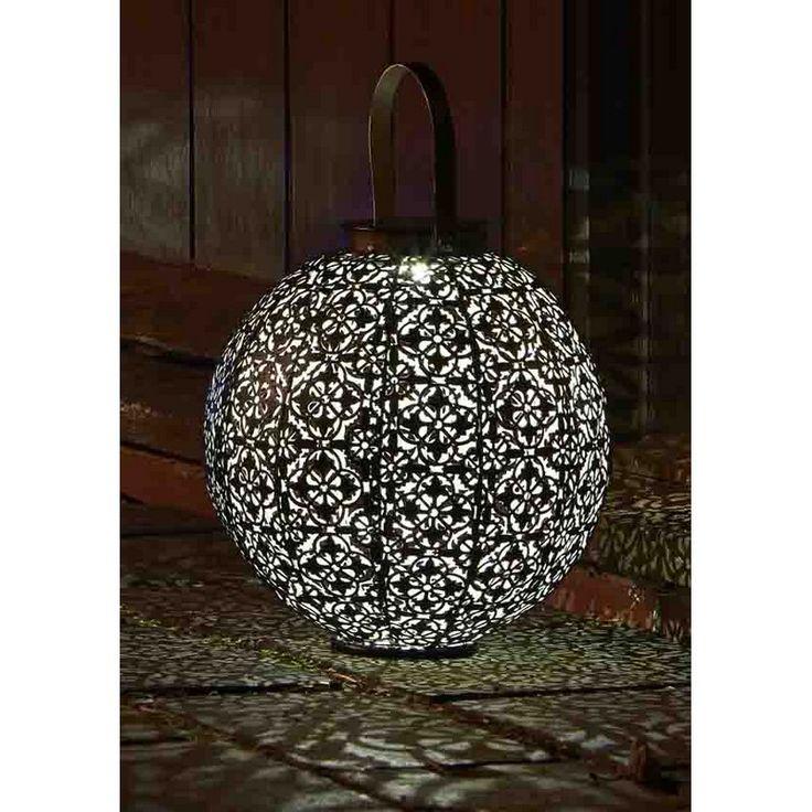 24 best l gance d 39 un jardin noir images on pinterest. Black Bedroom Furniture Sets. Home Design Ideas