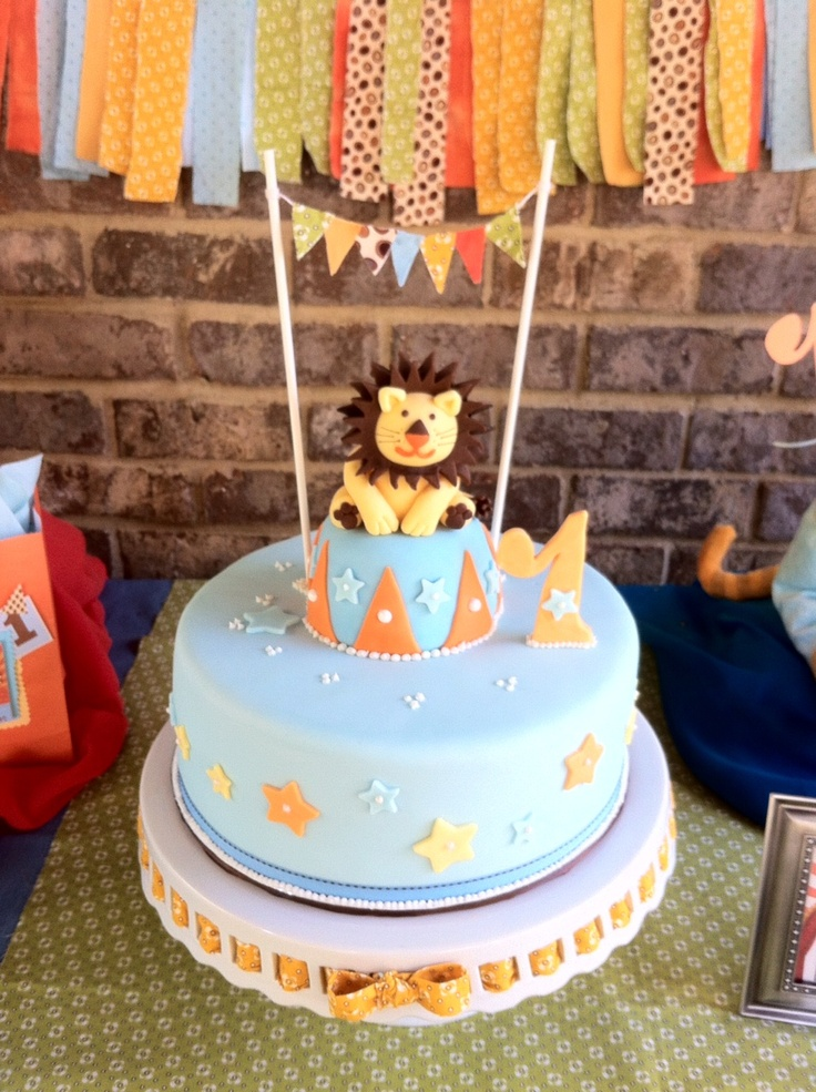 The Lovely and adorable Lion cake ...