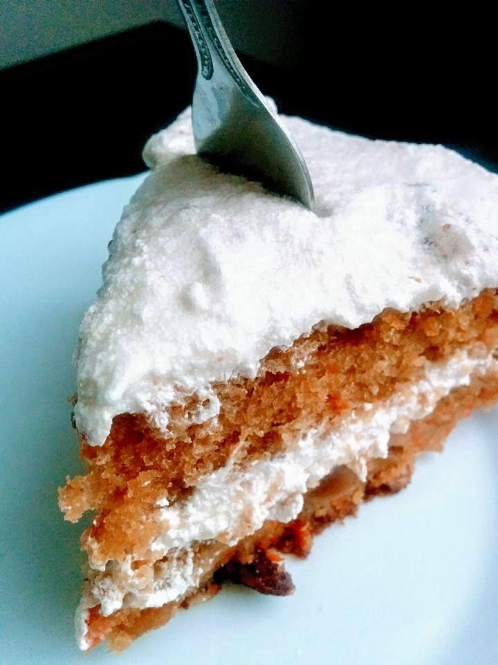 Le gâteau aux carottes est un dessert le plus classiques. Sucré, épicé et enrobé d'un bon crémage au fromage à la crème, c'est un dessert qui plaît à tous et qui conserve une place de c…