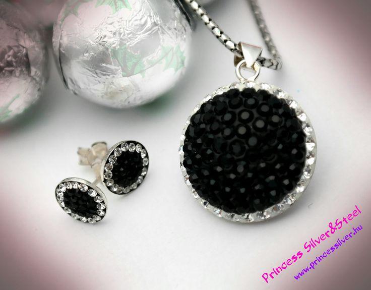 Fekete- fehér ragyogó Swarovski kristályos szett. Bővebb részletek: www.princessilver.hu