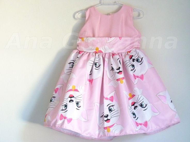 Vestido Infantil Gata Marie confeccionado em microfibra acetinada. O vestido possui saiote interno de tule, para ficar armadinho. Tamanho -------Busto----- Cintura------Comprimento 01 ano-------------53---------52-----------54 02 anos------------55---------54------------60 03 anos----------...