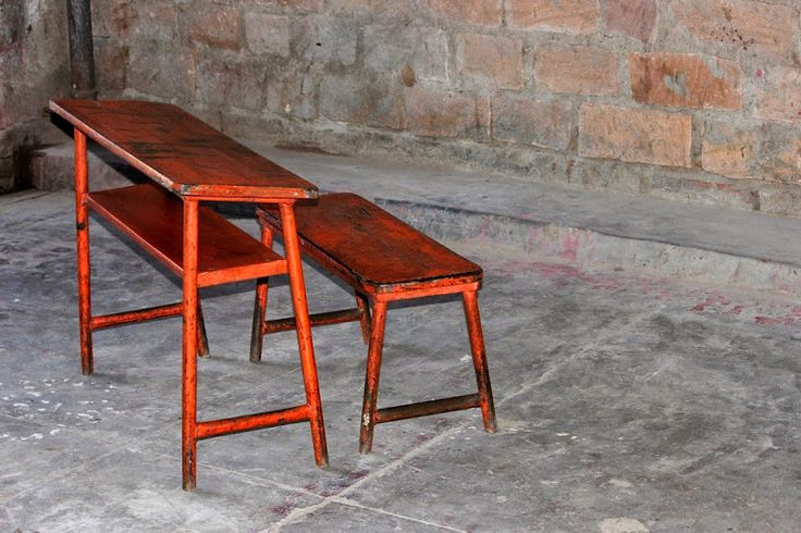 This Rami 'Vintage Orange' School Desk and Bench add a colorful and rustic look to their surroundings and bring back memories of our childhood years. Also available in blue