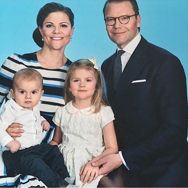 New picture of the Crown Princess Family. The photo is being sold at the Royal Palace Gift Shop in Stockholm. Photo credits to the rightful owner.