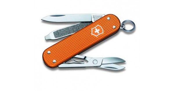 Oprindelsen af Victorinox lommeknive og begrebet 'schweizerkniv' kan faktisk spores helt tilbage til Zürich omkring år 1920.  Victorinox producerer årligt omkring 50.000 knive til den schweiziske hær. Den helt klassiske schweizerkniv er således kendetegnet ved at skæftet er rø