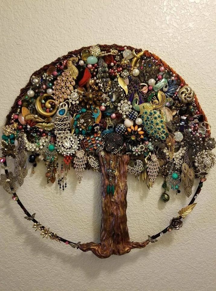 Amazing Tree Wall Art Using Broken Discarded Costume Jewelry Vintage Jewelry Crafts Costume Jewelry Crafts Vintage Jewelry Repurposed