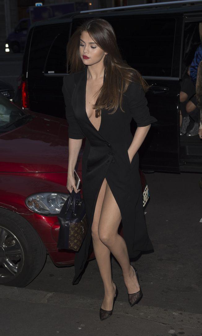 f7b6970ca80f Selena Gomez legs. Selena Gomez legs Selena Gomez Fotos