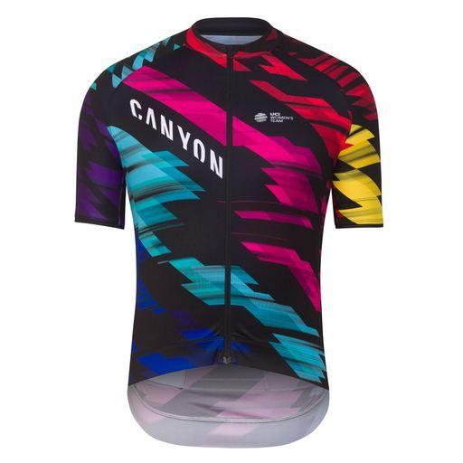 Conçu pour offrir aux cyclistes un maillot simple d'excellente qualité, le modèle déjà plébiscité Rapha Core Jersey est disponible dans les couleurs de l'équipe pro CANYON//SRAM.
