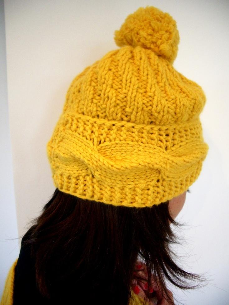 Caciula tricotata galbena de MsCristina Breslo