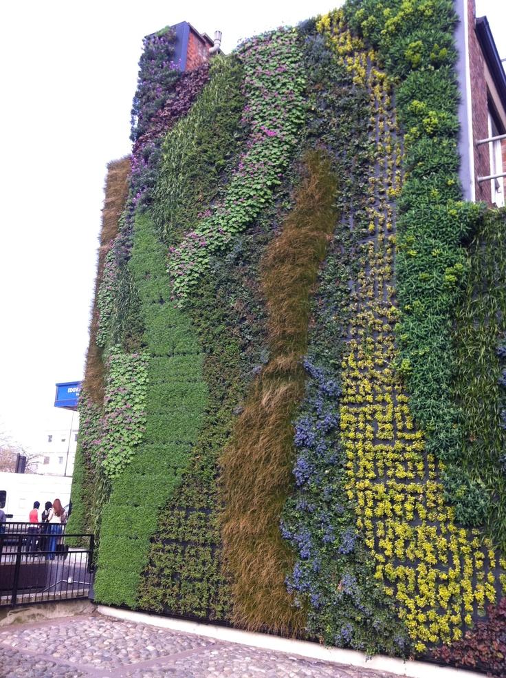The green wall at Edgware Road Tube station
