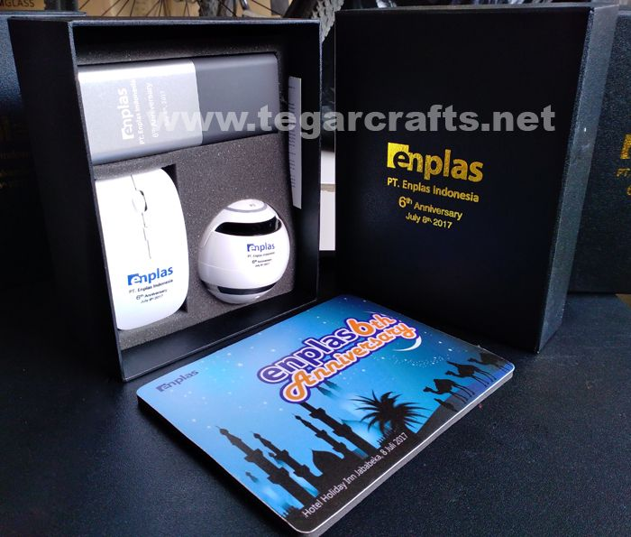 Gift package for the eighth anniversary of PT Enplas Indonesia, Bekasi West Java. In a specially made deluxe black box containing 12000 mAh Powerbank, bluetooth speakers, wireless mouse and mouse pad. PT. Enplas Indonesia is a Japanese PMA company engaged in the field of Injection Molding for Automotive & Electronic spare parts.