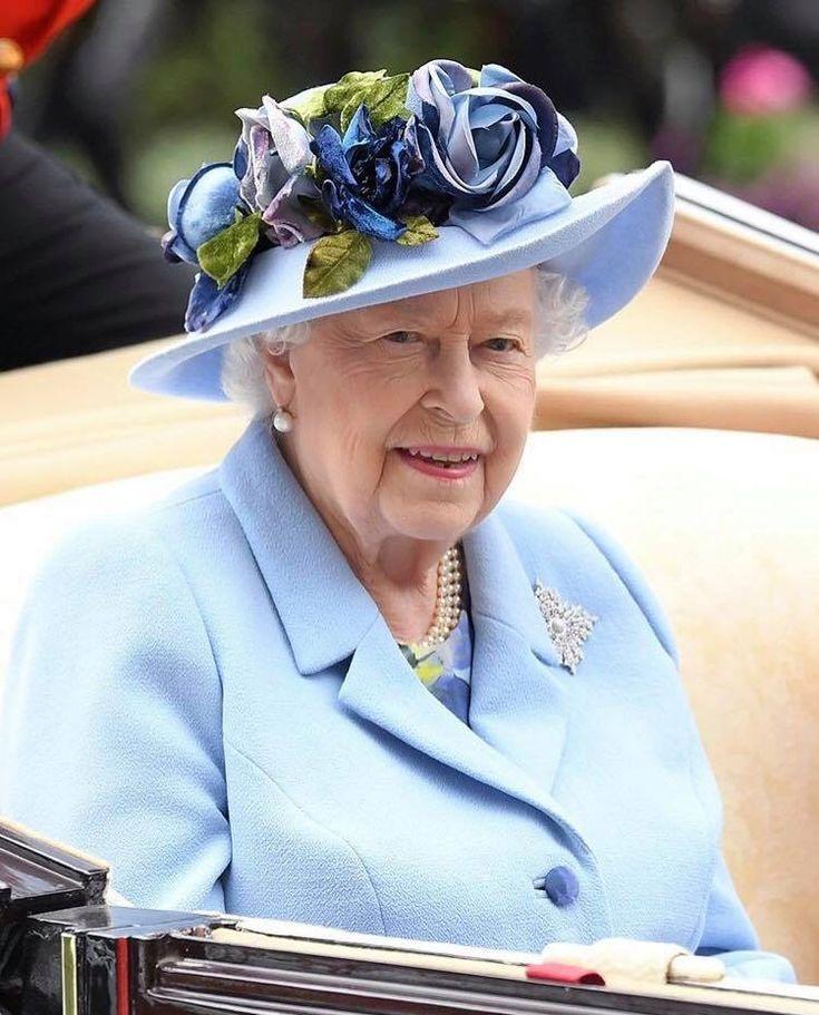 majesty queen elizabeth ii - 735×911