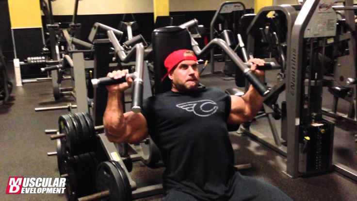 Jay Cutler trains delts at Golds Venice