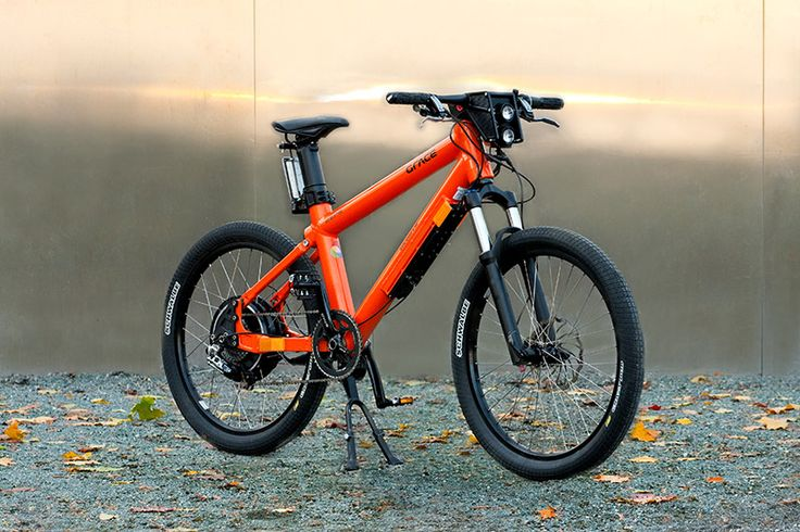 Grace e-Bike. This thing looks insane. I want one. NOW! (Unfortunately their website is nice but flash so I had to pin this image from their blog. Also visit http://www.grace.de/ for awesome images)