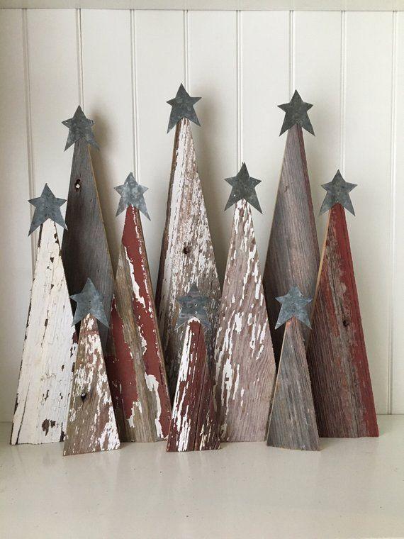 Rustikale Scheunen-hölzerne Weihnachtsbäume