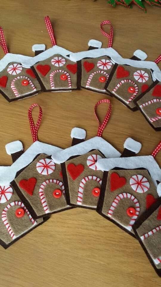 maison de pain d'épices de Noël décoration de sapin en feutrine boutons Fimo