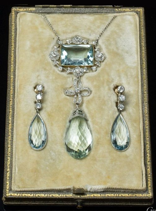 Aquamarine and diamond parure, English, 1920s, by D&J Wellby Ltd (Royal Warrant of Appointment). Consisting of a pendant necklace and a pair of ear pendants set with aquamarines and rose diamonds, mounted in platinum and gold.