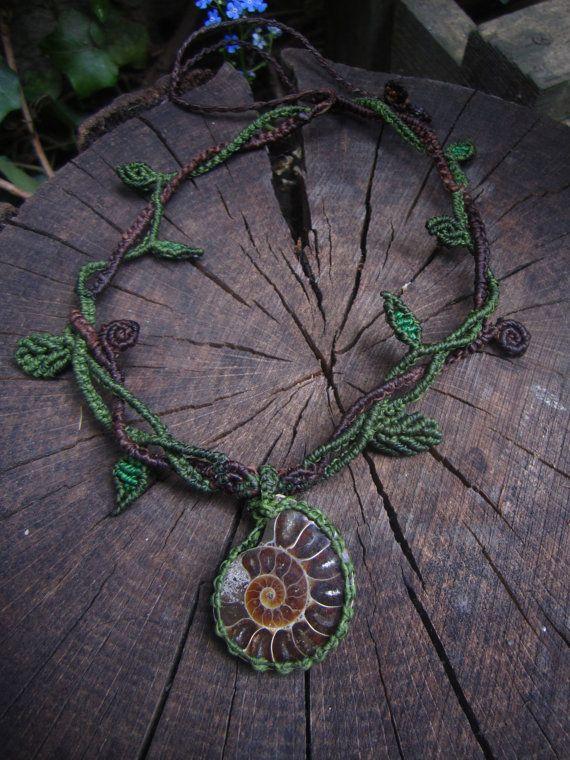 Forest Fairy Macrame Collier mit Ammonit von TheBohemianArt auf Etsy